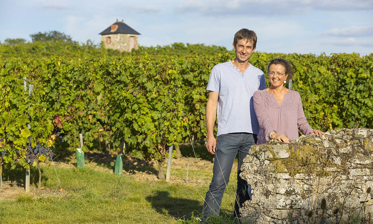 Armelle et Pascal Bourreau dans les vignes